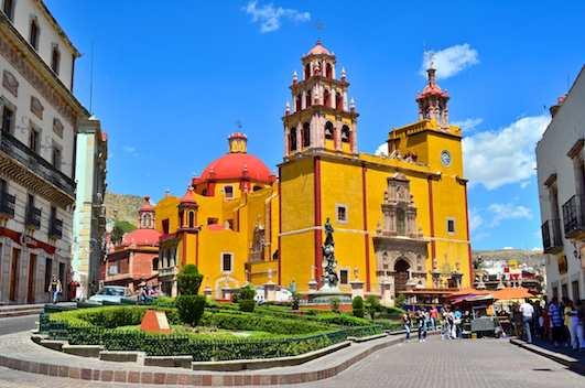 Plaza de La Paz Basilica Guanjuato
