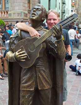 Musician statue at Jardín de la Union