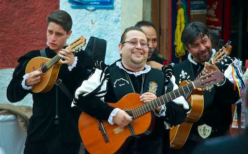 The callejoneadas start their nightly song-walk through the alleys.
