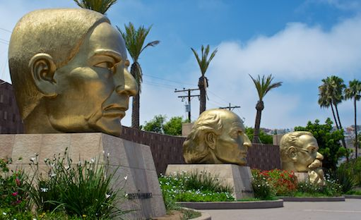Ensenada Plaza three heads