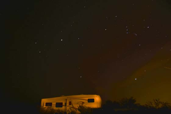 Fifth wheel trailer RV under Orion