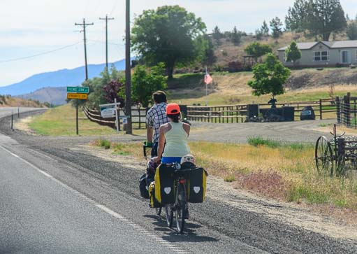 Touring cyclists in Oregon