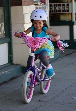 Little girl bike racer