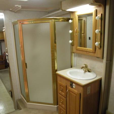 5th wheel RV shower and vanity
