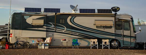 00 601 Motorhome with four solar panels on the roog
