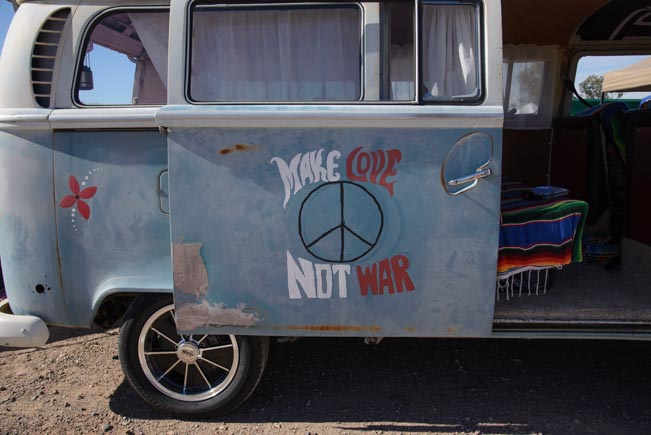 VW microbus Make Love Not War