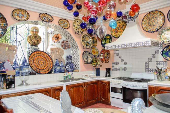 Toller Cranston's House Inside-5