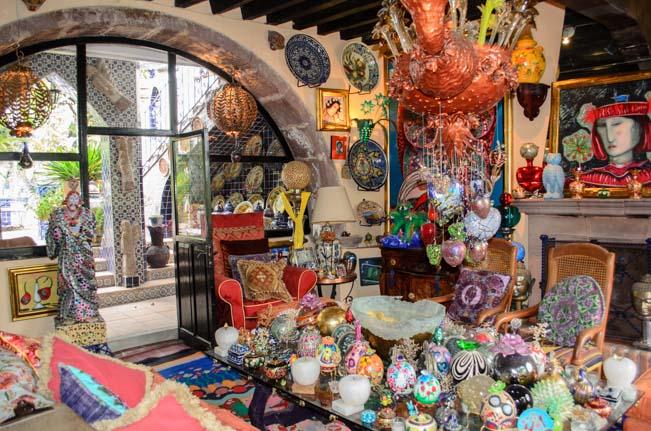 Toller Cranston's House Inside-3
