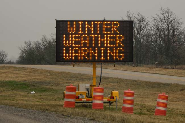 Winter Weather Warning on Texas I-20 freeway
