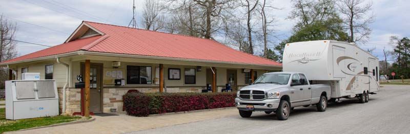 Arriving Escapees Rainbow's End RV Park Livingston Texas