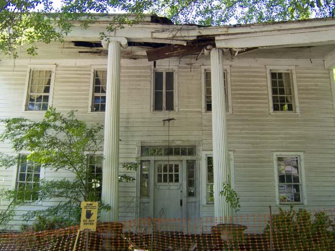 Crumbling antebellum house in Milledgeville Georgia