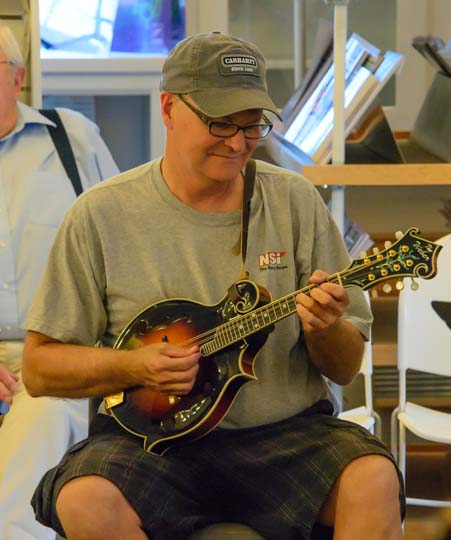 Bluegrass music on a mandolin_
