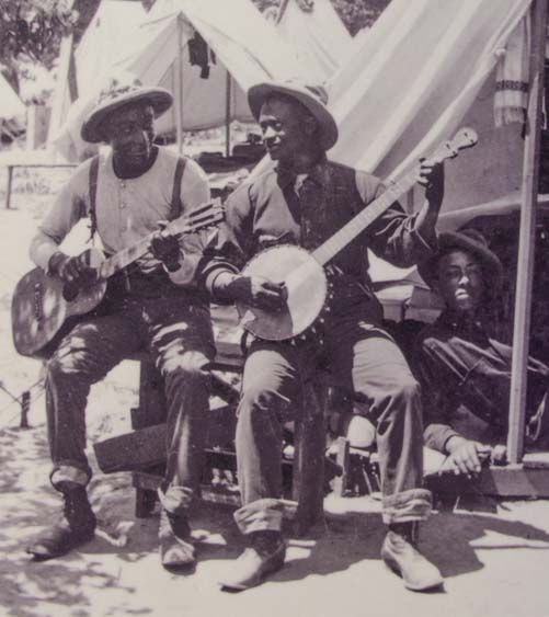 Old photo of blacks playing banjo and guitar