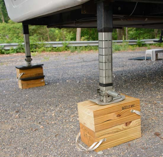 RV fifth wheel landing legs