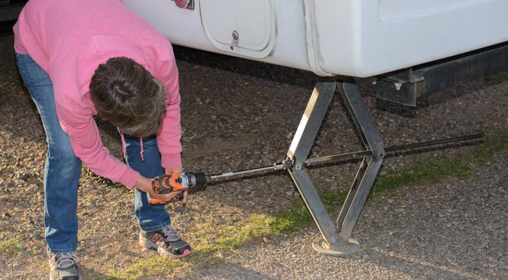 RV stabilizer jacks with cordless drill