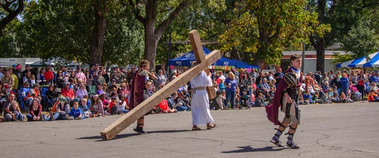 Christ carrying cross Biblesta Parade Humboldt Kansas