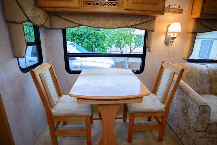 Fifth Wheel RV Dinette With Table And Chairs
