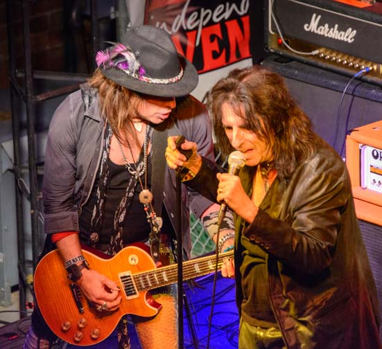 Alice Cooper sings at Cooperstown Phoenix