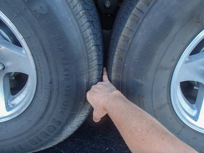 Fifth wheel trailer tires 1-4 inch apart