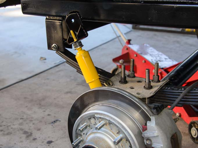 New shock absorbers on tandem trailer axle suspension