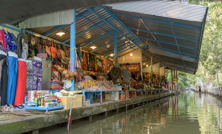 Shops damnoen saduak floating market Bangkok Thailand