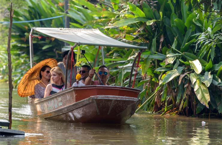 Tourists damnoen saduak floating market Bangkok Thailand