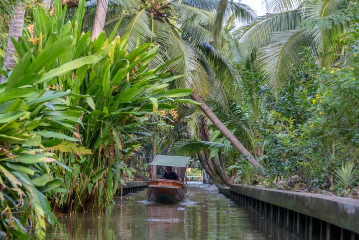 Damnoen saduak floating market Bangkok Thailand longtail boat