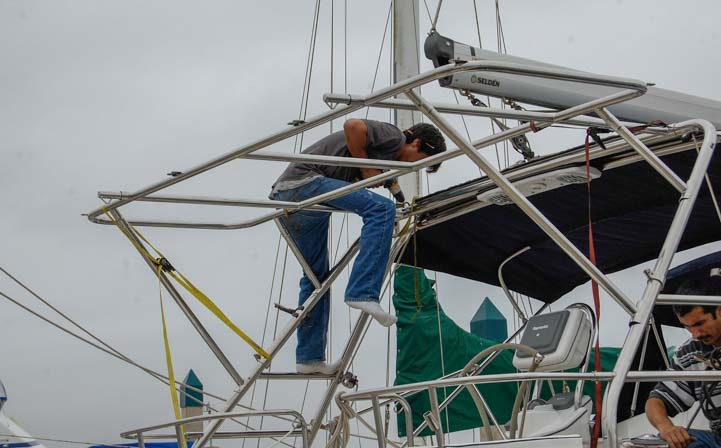 Solar panel arch on sailboat Hunter 44 installed by Alejandro Ulloa