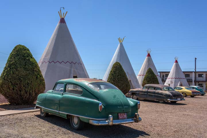 Wigwam and antique cars Wigwam Motel Hobrook Arizona Route 66