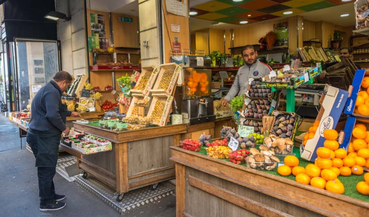 Fruit shop in Paris