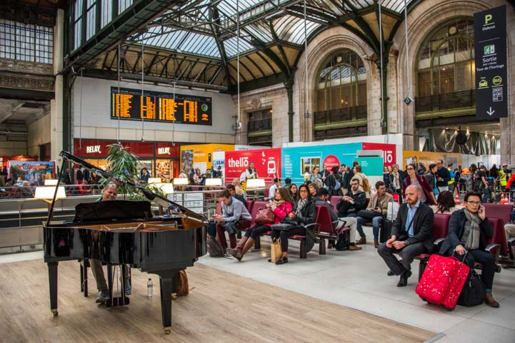 Gare de Lyon train station piano playing Paris