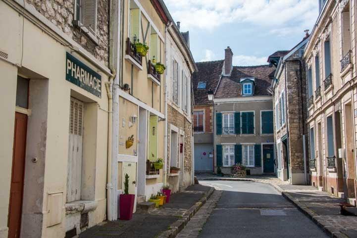 Village street Moret sur Loing France-min