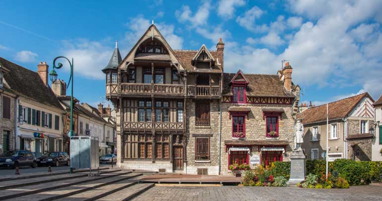 Medieval buildings Moret sur Loing France-min