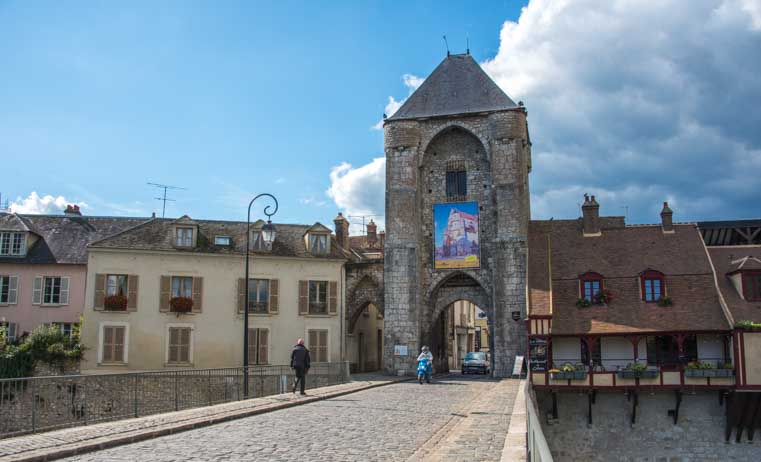 Medieval entrance gate Moret sur Loing France-min
