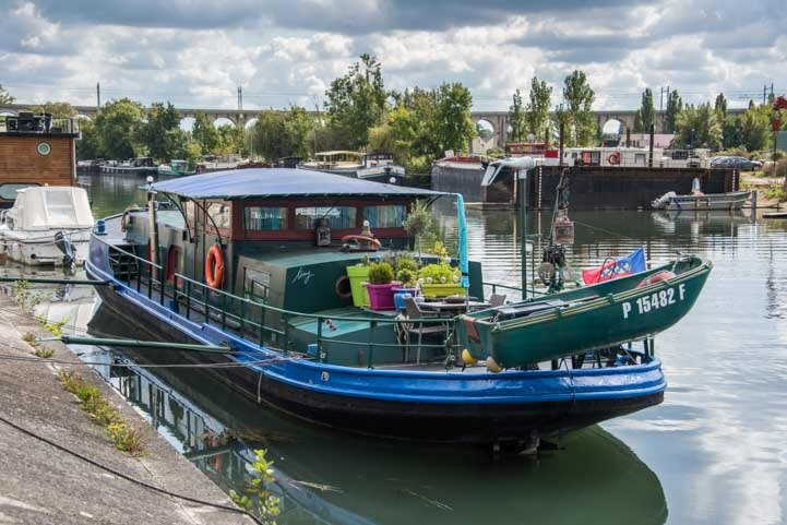 River barge Moret sur Loing France-min