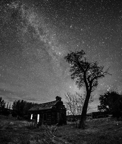 Milky Way over ghost town Johnson Canyon Kanab Utah-min