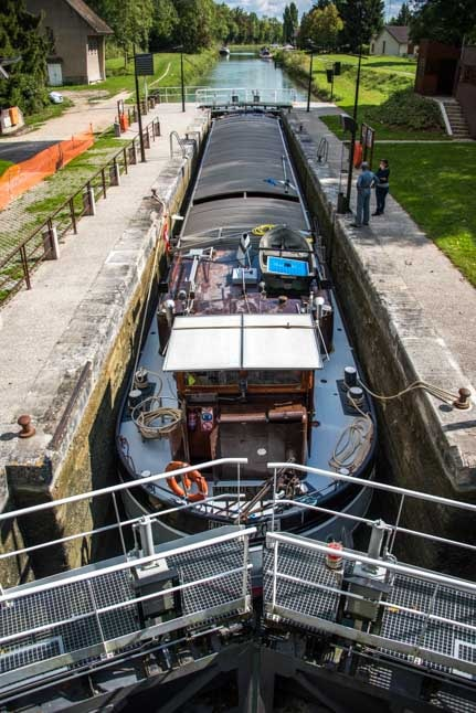 Barge in the locks Moret sur Loing France-min