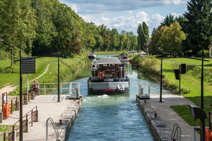 Barge leaves the locks Moret sur Loing France-min