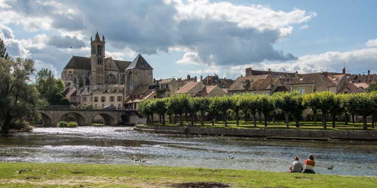 Moret sur Loing cathedral view from river France_-min