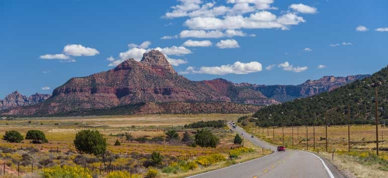 Scenic road near Kanab Utah-min