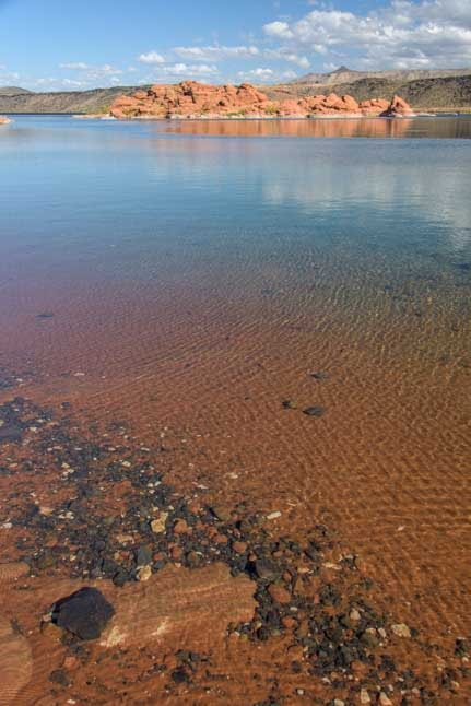 Clear water Sand Hollow State Park Utah-min