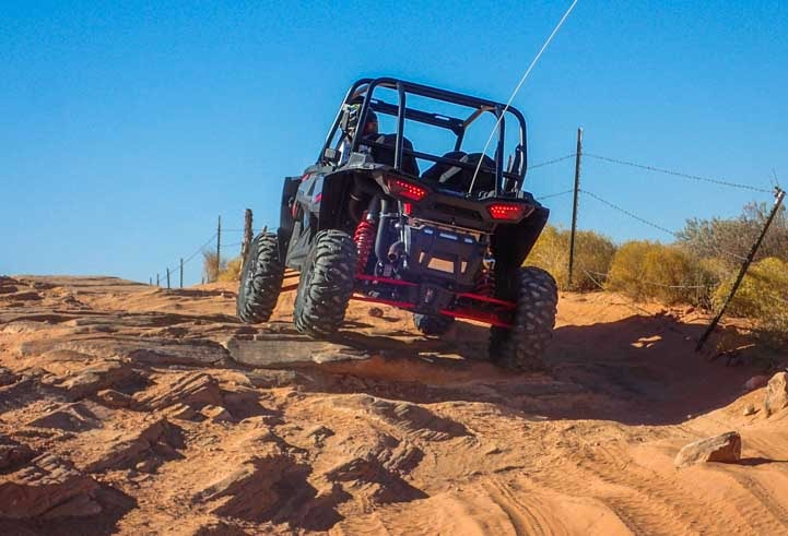 Polaris RZR 1000 4-seater climbs rocks-min