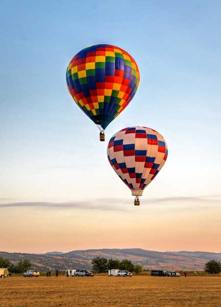 Hot air balloons at Hot Springs airport South Dakota-min