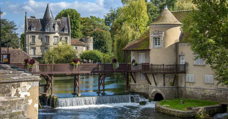 Moret Sur Loing medieval castle Paris France travel-min