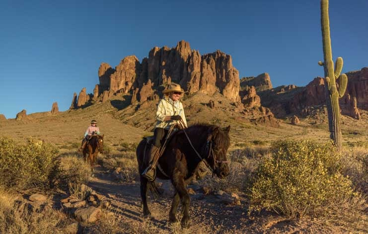 Horseback riding Lost Dutchman State Park Siphon Draw Trail to Superstition Mountains-min