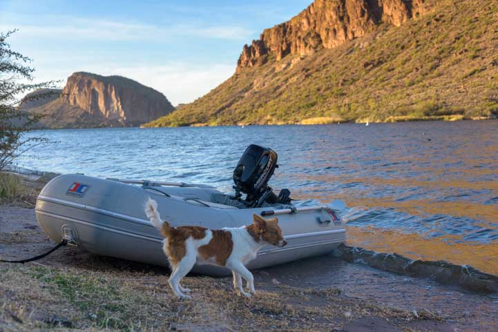 Boating at Canyon Lake Arizona-min