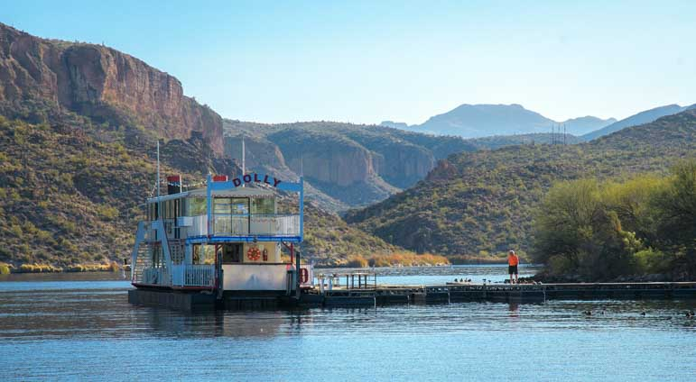 Dolly Steamboat docked at Canyon Lake Arizona-min
