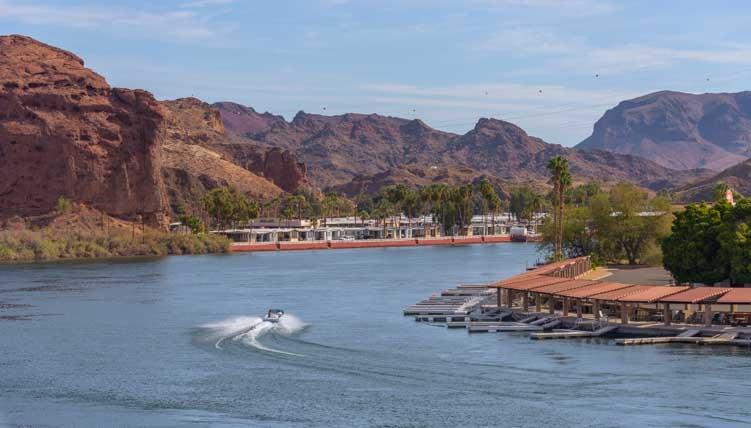 Boating on the Colorado River California-min
