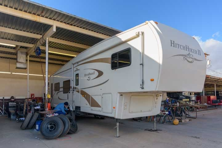 Fifth wheel trailer ready for Morryde SRE 4000-min
