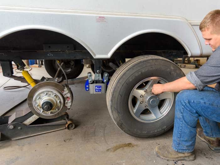 Reinstall wheels on fifth wheel trailer after MorRyde SRE4000 installation-min